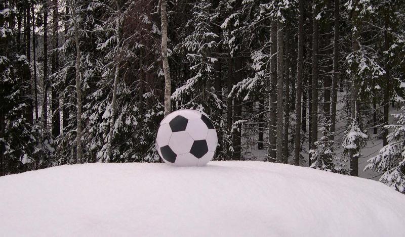 Bildresultat för fotboll vinter